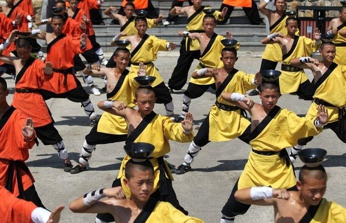 Тренировка юных монахов монастыря Шаолинь
