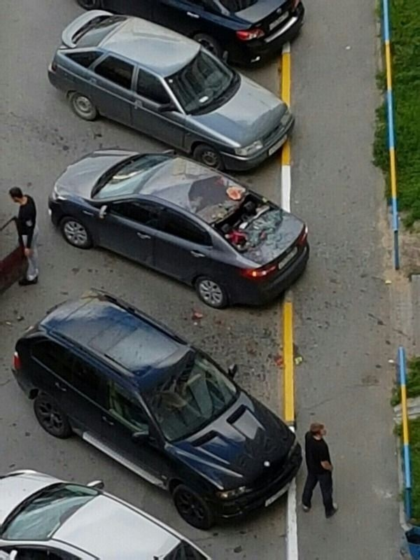 В Сургуте выброшенный в окно арбуз разбил автомобиль