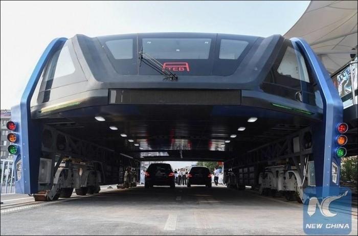 В Китае протестировали прототип «автобуса будущего»