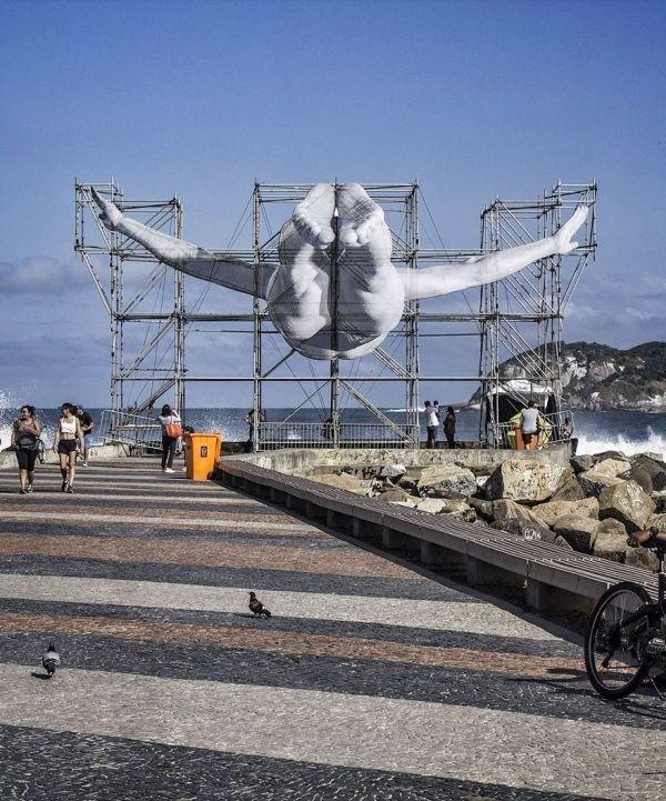 Строительные леса в Рио-де-Жанейро украсили гигантские изображения спортсменов
