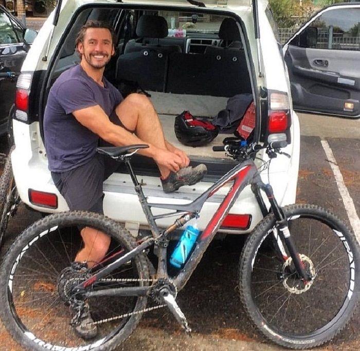 Загоревшийся iPhone поджарил задницу велосипедиста
