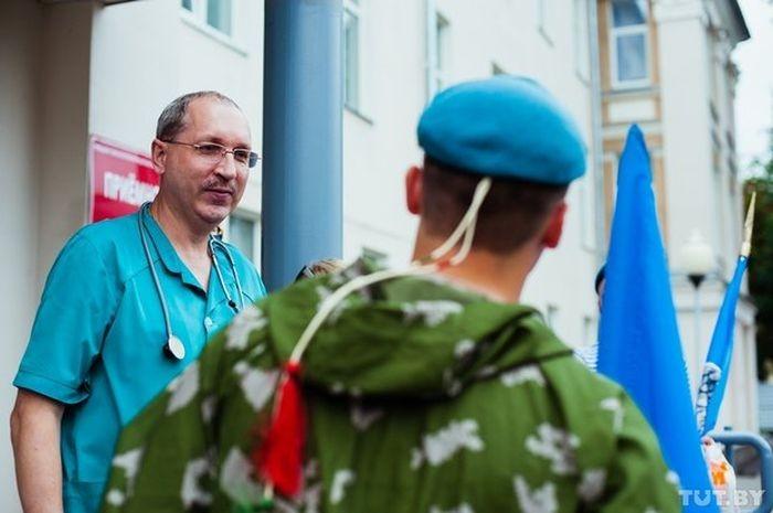 Гомельские десантники посетили новорожденных отказников (7 фото)