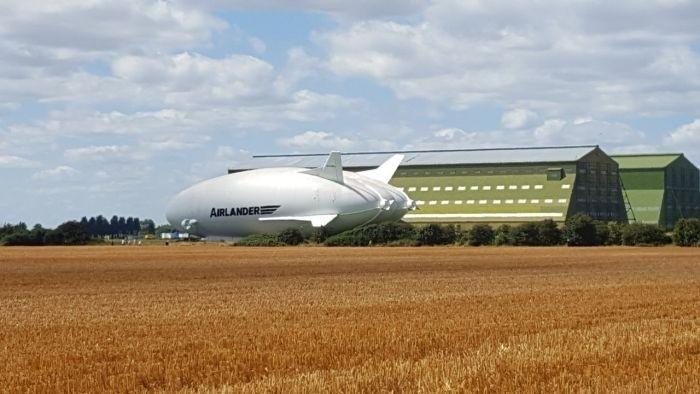 Дирижабль Airlander впервые вышел из ангара