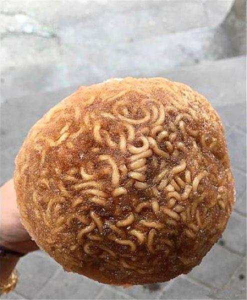 Китайский летний деликатес эскимо на палочке из лапши в арбузе