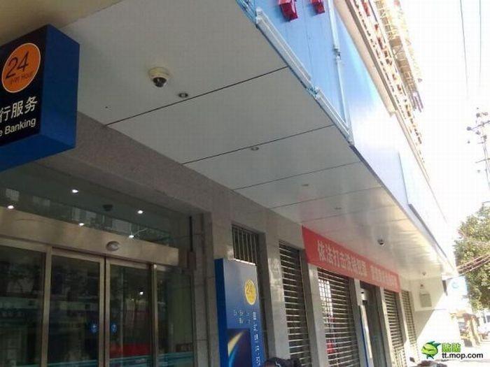 Самый параноидальный банк (7 фото)