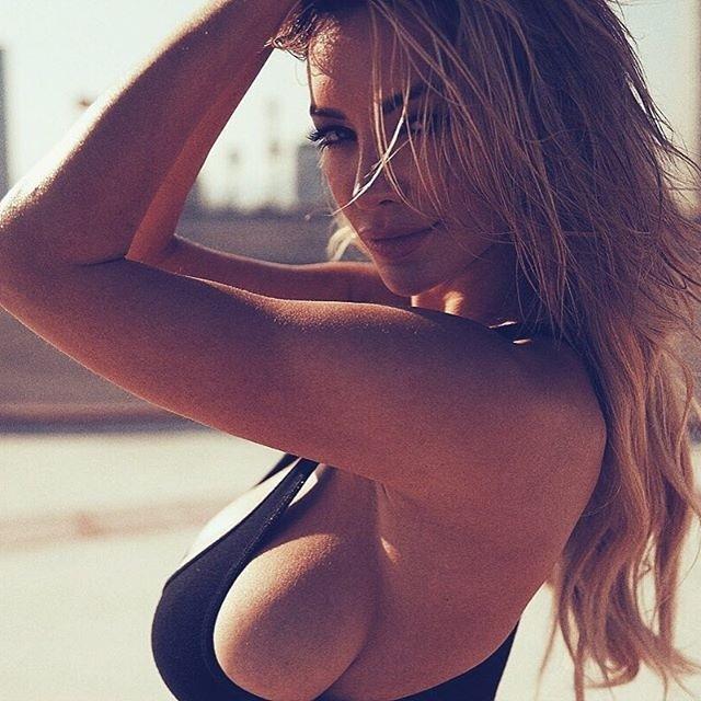 Линдси Пелас - звезда сети с 8 размером груди