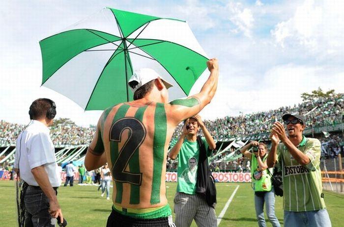 Настоящий фанат футбола (9 фото)