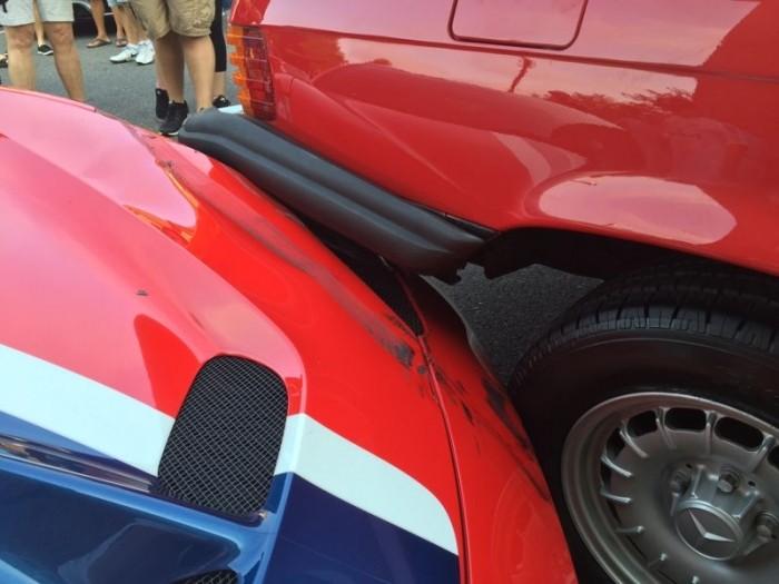 Дамочка припарковалась на капот FERRARI стоимостью 300 000 баксов