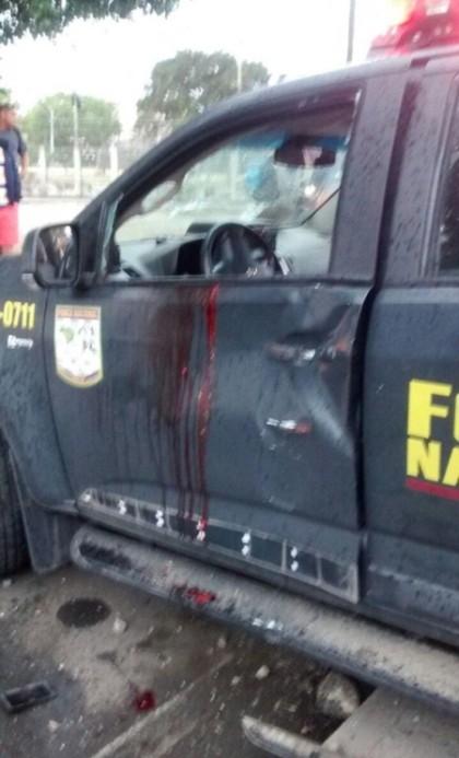 В Рио-де-Жанейро наркоторговцы расстреляли машину военнослужащих (3 фото)