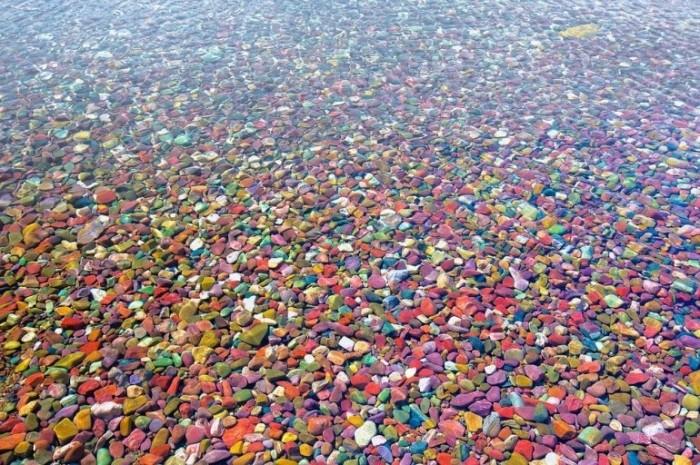 Удивительные цветные камни Озера Макдональд
