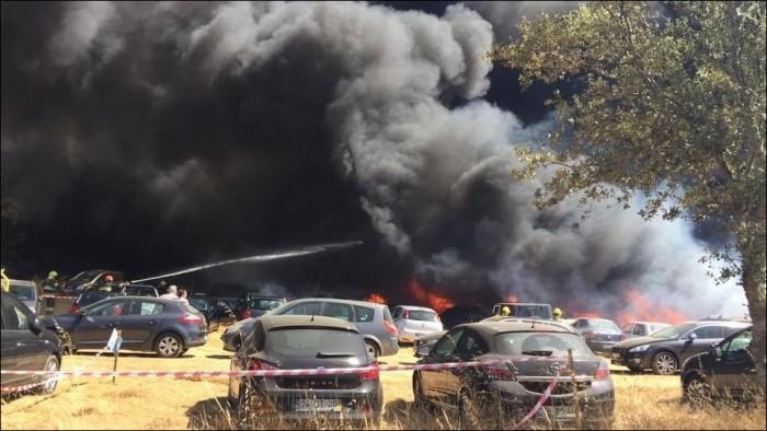 В Португалии на музыкальном фестивале сгорели 422 автомобиля