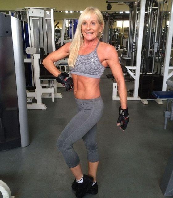 52-летняя британка участвует в конкурсе фитнес-бикини
