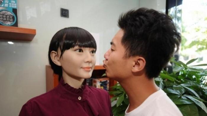 В Китае открылся полноценный магазин роботов