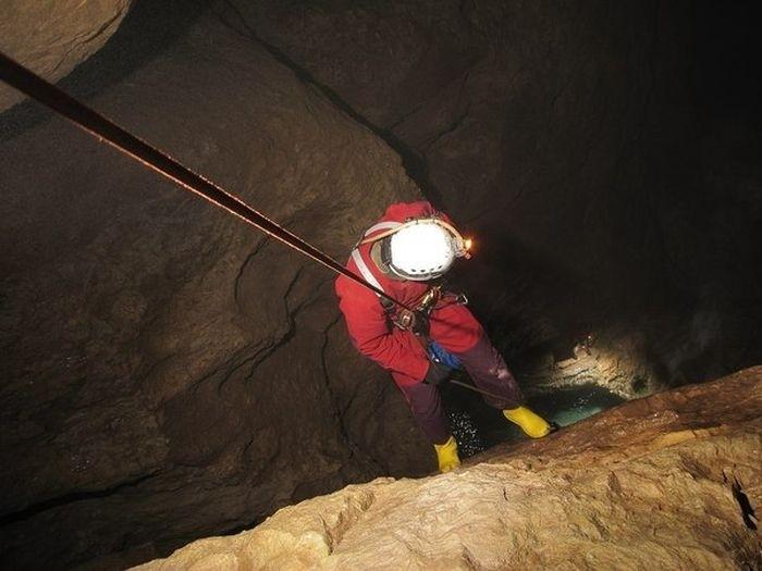 Экскурсия по пещере Снежной - одной из самых глубоких пещер мира