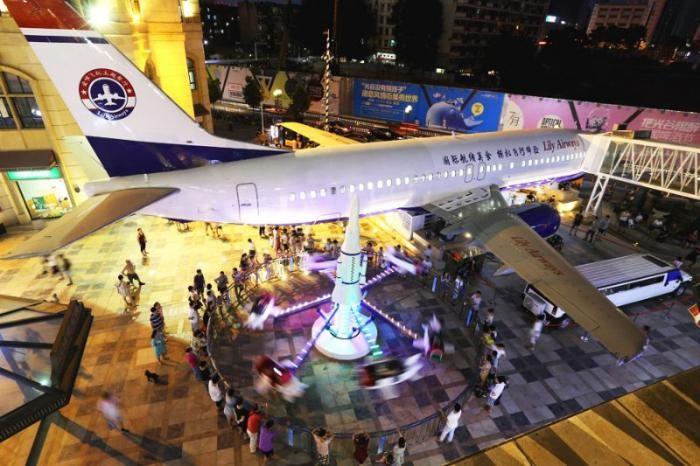 Китайский бизнесмен переоборудовал Boeing 737 в ресторан (4 фото)