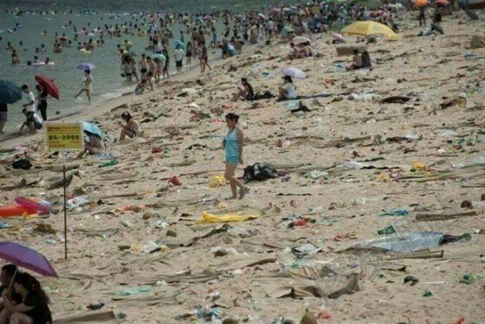 Китайские пляжи утопают в мусоре
