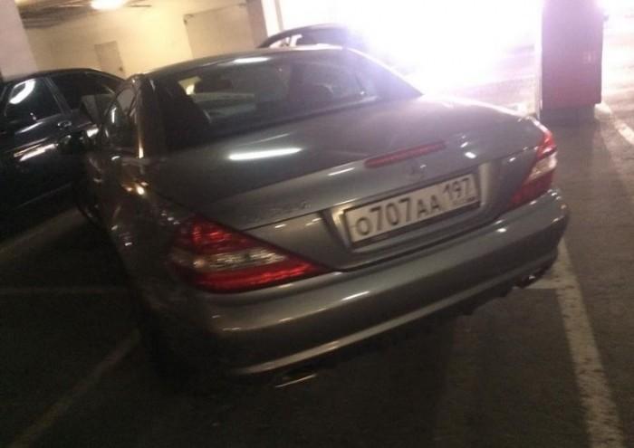 Сюрприз для хозяина Mercedes SL 350, оставившего машину на парковке