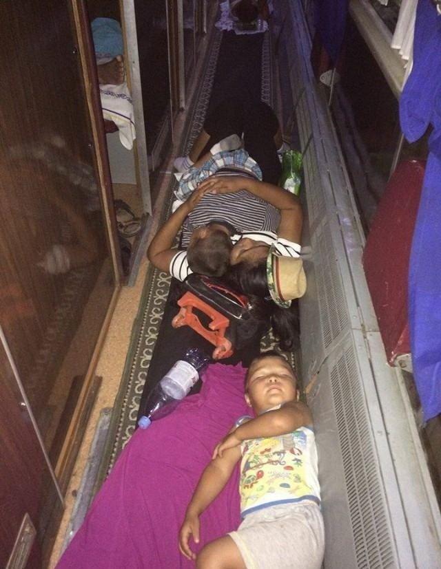 Казахские железнодорожники всегда найдут, куда подсадить безбилетника