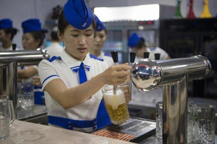 В КНДР прошел первый в истории пивной фестиваль