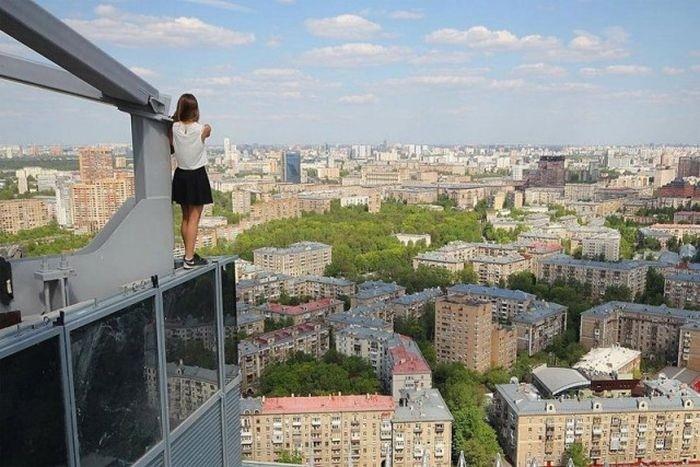 Ангелина Николау - руферша, которая фотографируется на краю крыш
