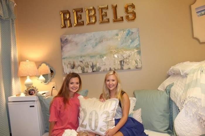 Люди просто не могут поверить, что это комната в общежитии (4 фото)