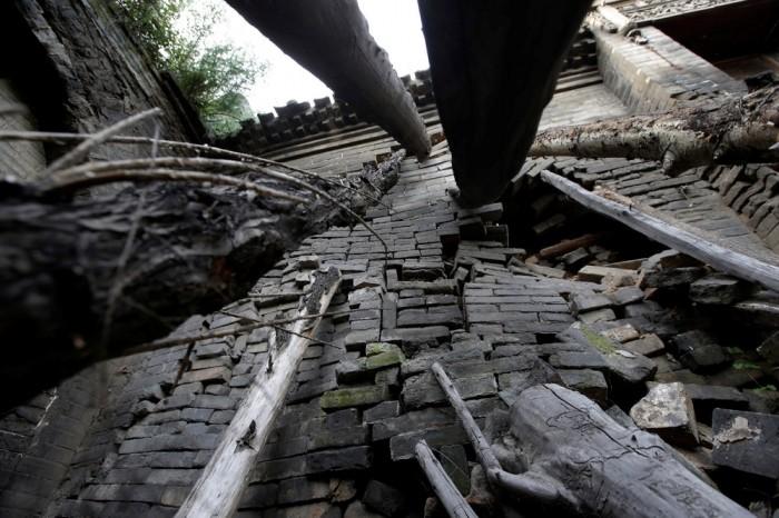 Китайский поселок уходит под землю