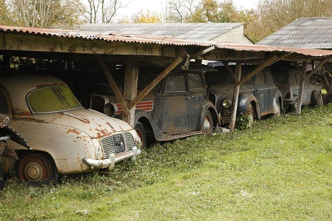 Заброшенный амбар, забитый раритетными суперкарами (23 фото)