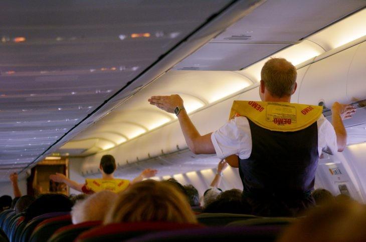 Стюардессы рассказали 11 секретов, которые помогут сделать путешествие гораздо приятнее