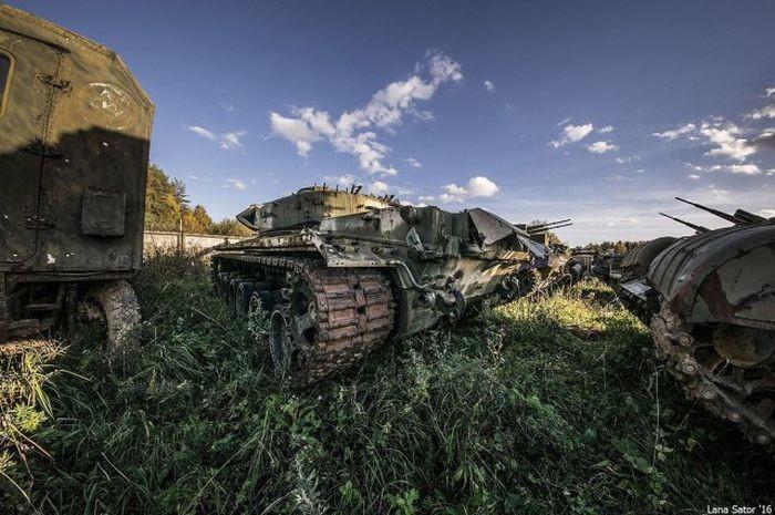 Кладбище бронетехники (63 фото)