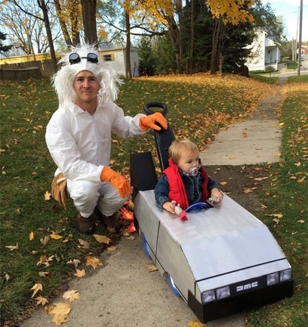 Отцы и дочери готовятся к Хэллоуину