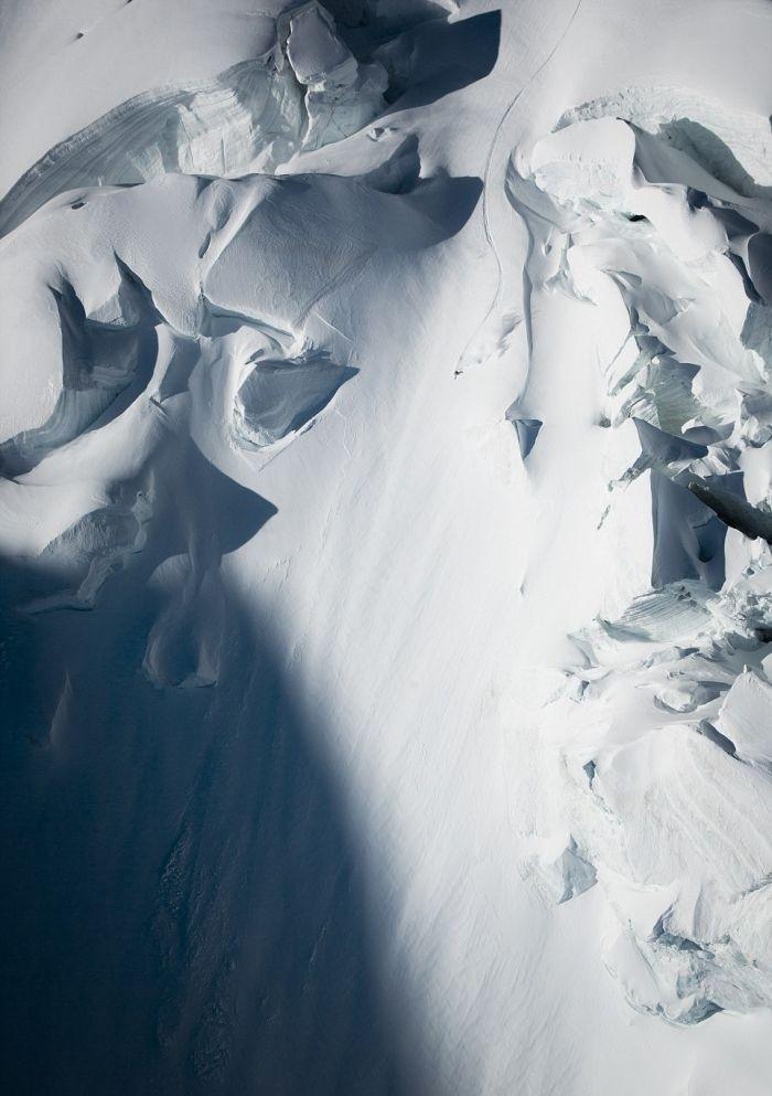 Горнолыжник-экстремал Джереми Хейц покорил почти вертикальный пик