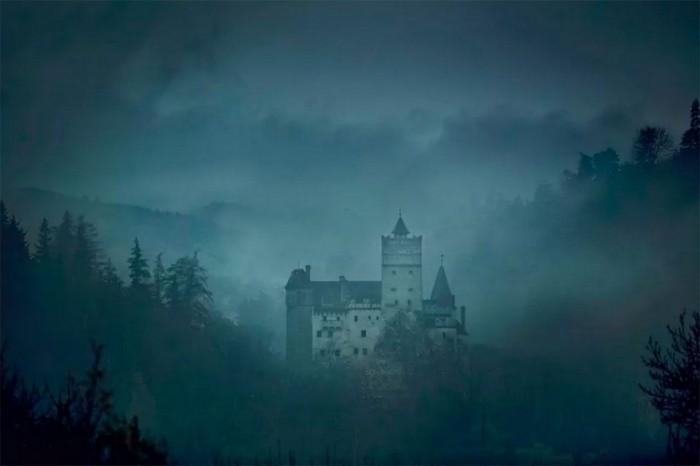 Вы можете провести ночь Хэллоуина в гробу в замке Дракулы