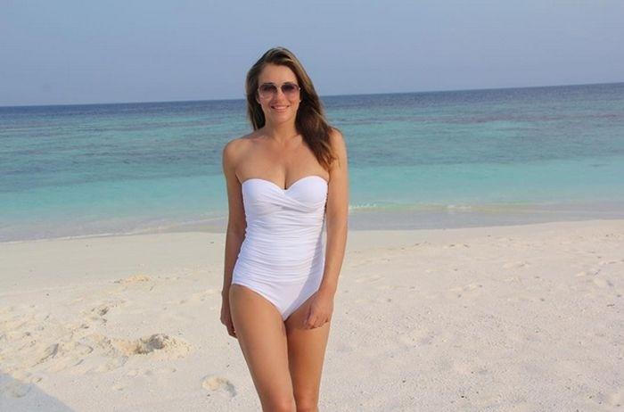 51-летняя Элизабет Херли делится снимками в купальнике