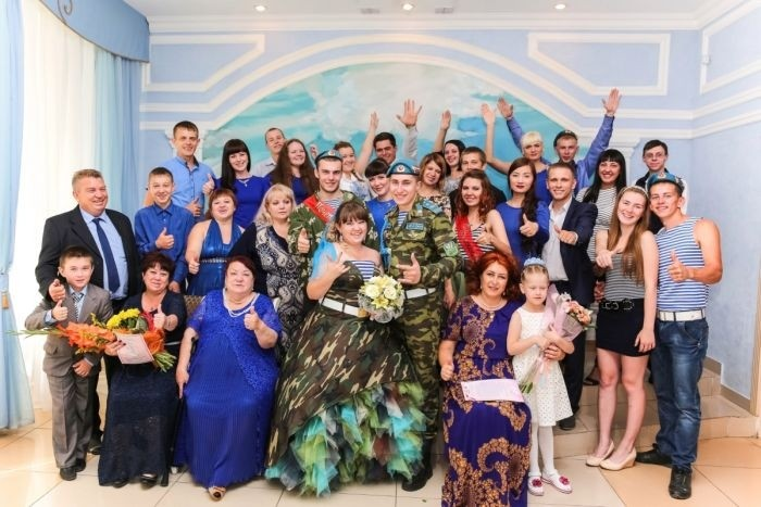 В Омске сыграли свадьбу в стиле ВДВ