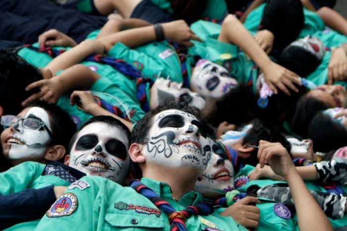 Подготовка ко Дню мертвых в Мексике (25 фото)