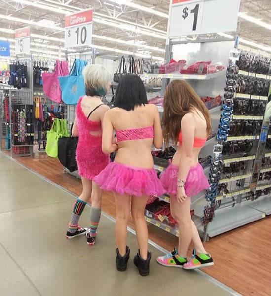 Девушки дурачатся