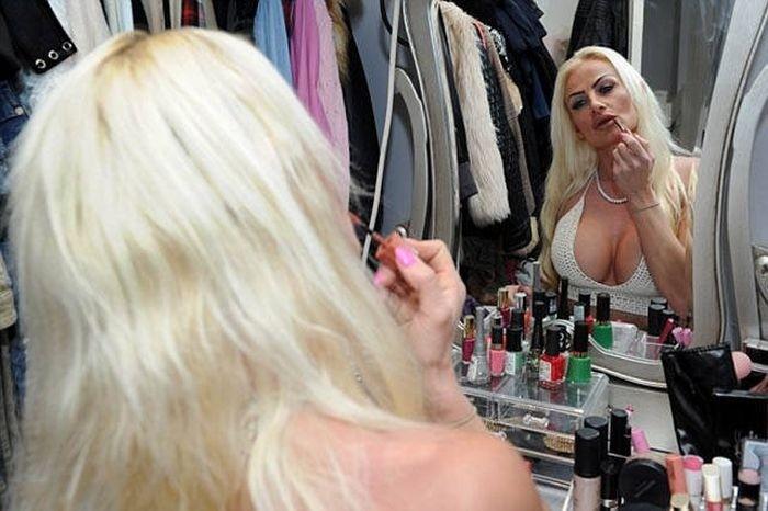 Британка потратила 125 000 долларов, чтобы стать похожей на Барби