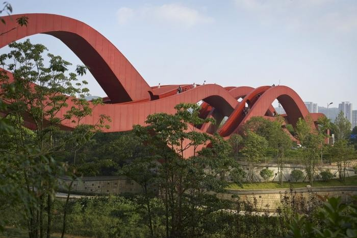 Уникальный пешеходный мост в Китае (7 фото)