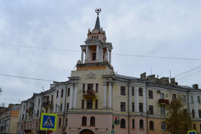 В Воронеже ищут вандалов, превративших советскую звезду в Патрика из «Губки Боба»