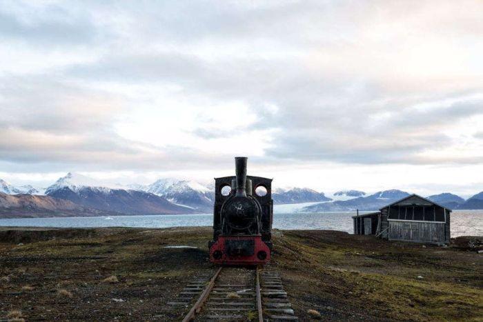 Экскурсия по самому северному поселку, в котором живут люди (12 фото)