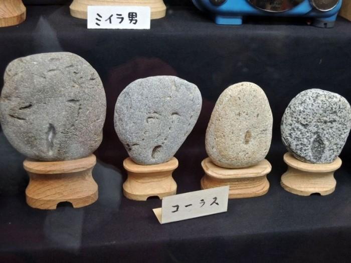 Японский музей камней с человеческим лицом