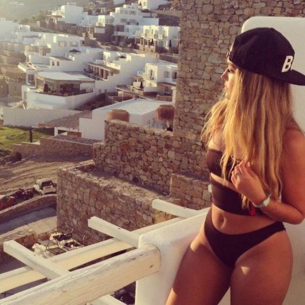 Сексуальную израильскую юристку пристыдили за откровенные фото в сети