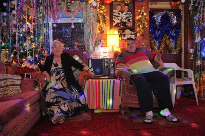 Английская семья заранее подготовилась к Рождеству (7 фото)