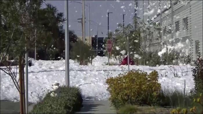 Пена покрыла улицы калифорнийского города Санта-Клара