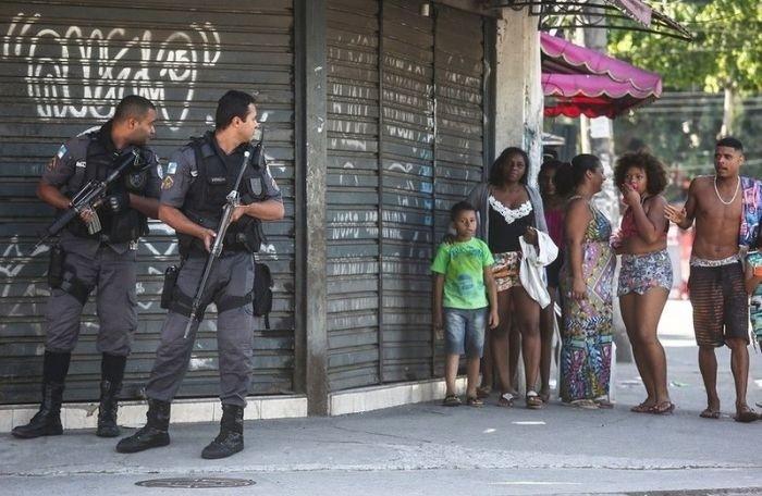 Обычный день в фавелах Рио-де-Жанейро