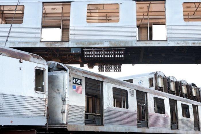 Утилизация вагонов метро (12 фото)