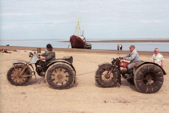 Село, заживо погребенное под песчаными дюнами (16 фото)