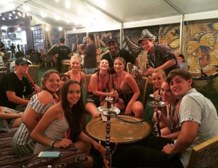 Фото участников фестиваля австралийский выпускников Schoolies 2016