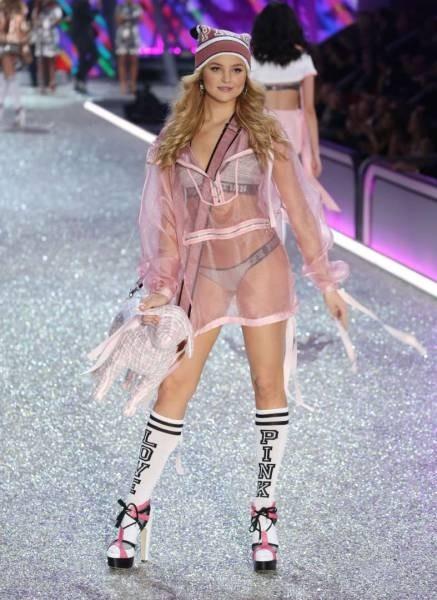 В Париже прошел показ коллекции нижнего белья Victoria's Secret 2016