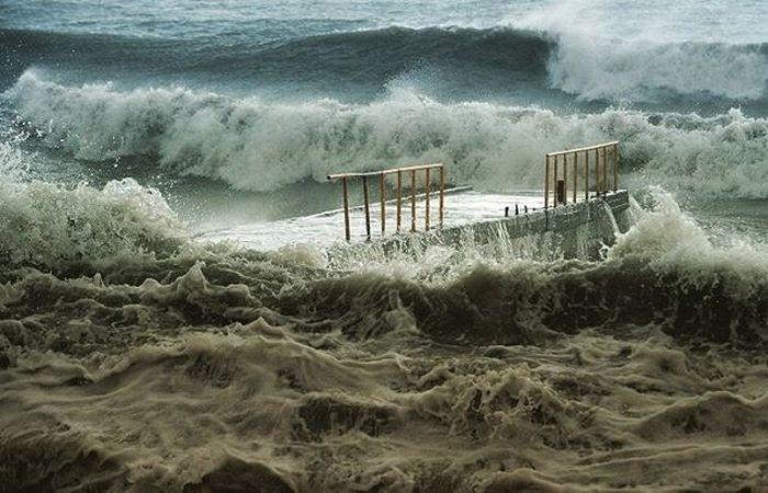 Мощный шторм обрушился на Сочи